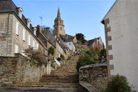 dsc00123-steps-up-to-lannion-church-small